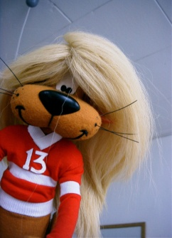 Clothes and wig made for the ´Loeki de leeuw` animation films at Toonder studios